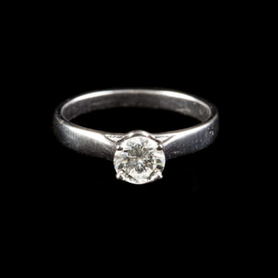 BRILLANT-SOLITAIRE-RING