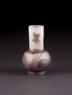 Kleine Vase mit Veilchen-Dekor