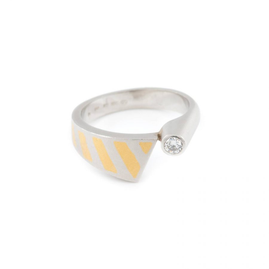 DESIGN-RING MIT BRILLANT-SOLITAIRE