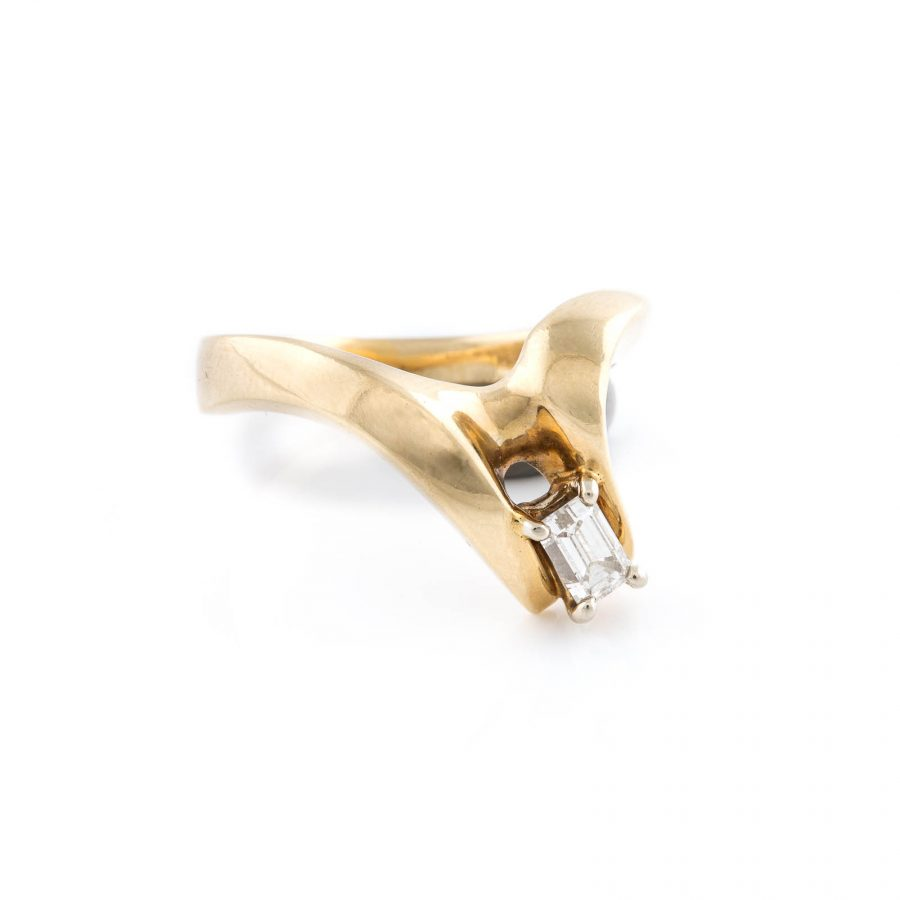DESIGN-RING MIT DIAMANT-SOLITAIRE