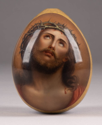 GROSSES OSTEREI MIT DEM DORNENGEKRÖNTEN CHRISTUS
